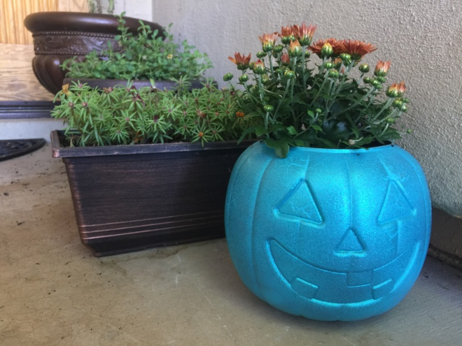 diy-halloween-decor-teal-pumpkin-project-finished